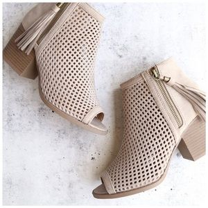 Shoes - New light Taupe mesh tassel booties